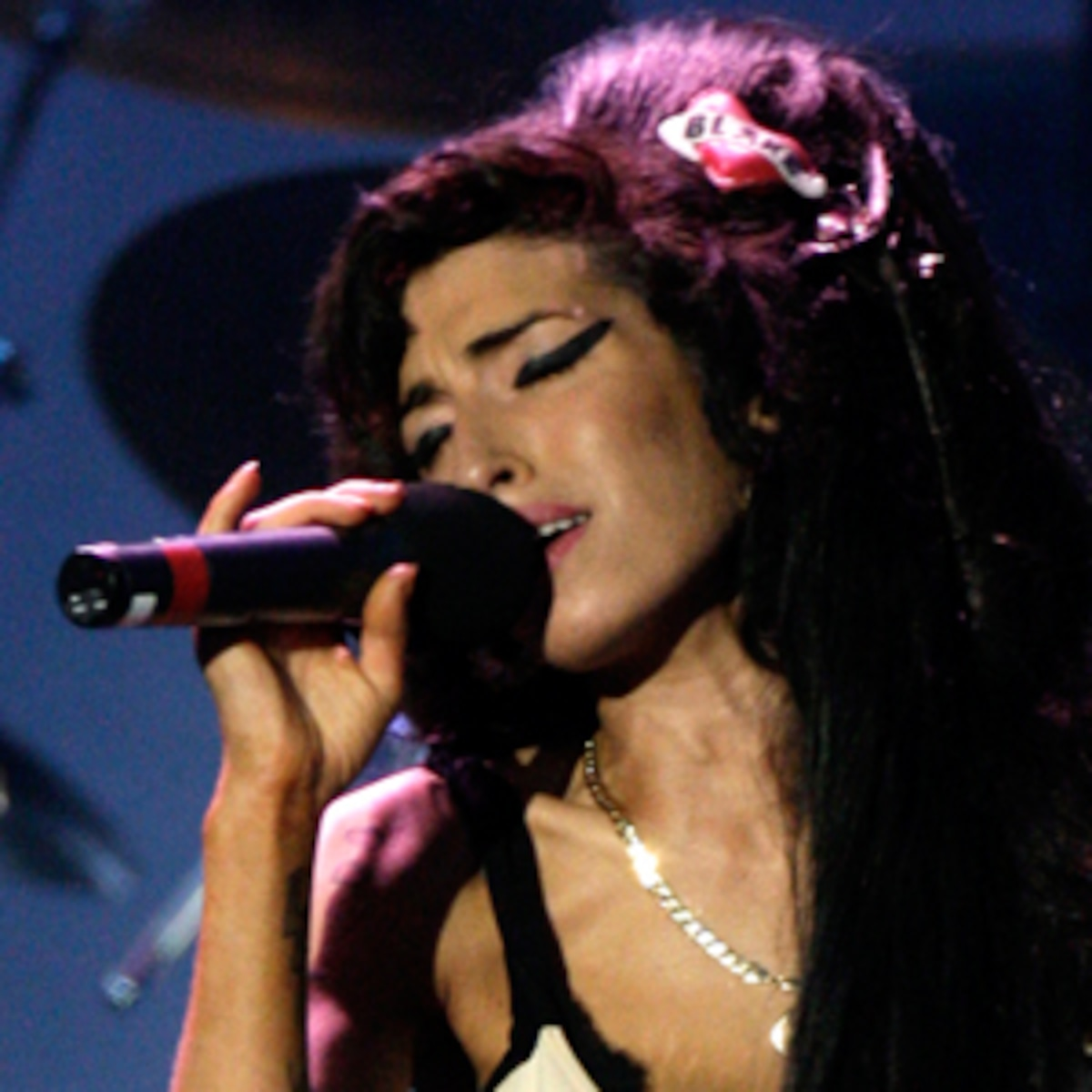 The Life Of Amy Winehouse A Timeline Sept 14 1983 July 23 2011 E Online