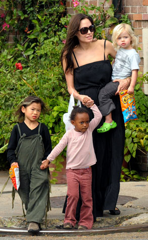 Angelina Jolie, Shiloh Jolie-Pitt, Zahara Jolie-Pitt, Pax Thien Jolie-Pitt