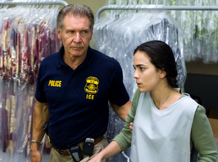Harrison Ford, Alice Braga, Crossing Over
