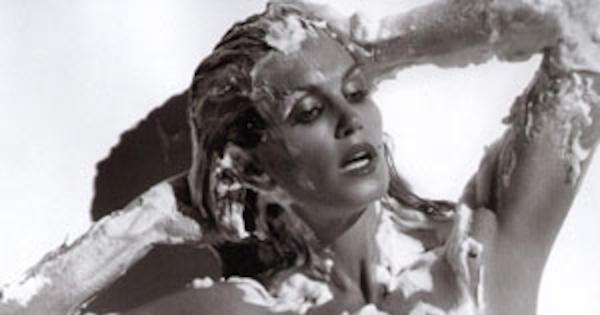 Rise N Shine Cindy Crawford Shows Off Amazing Anti