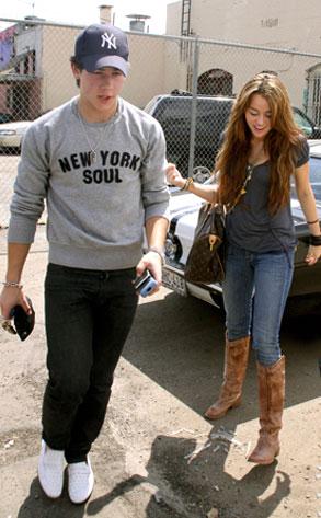Nick Jonas, Miley Cyrus