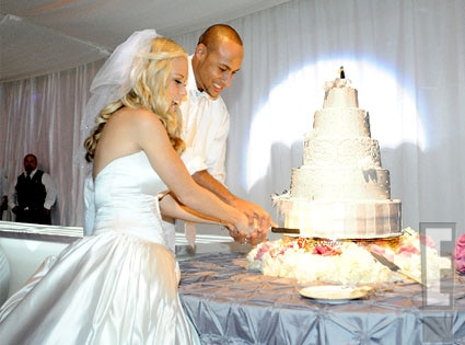 Cut The Cake from Kendra and Hank\'s Wedding Day | E! News