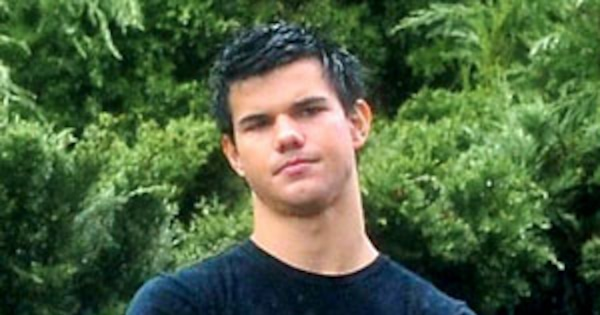 What Did Taylor Lautner Say Was Awkward On Set E News