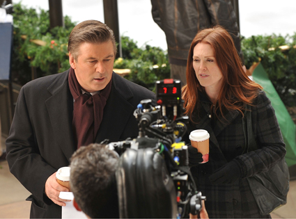 30 Rock Camera : Julianne moore and alec baldwin spotted filming 30 rock today! e! news