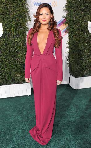Demi Lovato\'s Cleavage-Baring Gown Steals the Show at Latin Grammys ...