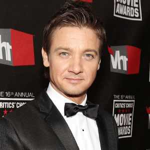 Jeremy Renner: I'm Not Gay! | E! News