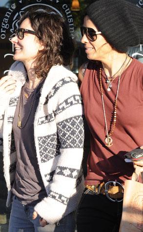 Sara Gilbert, Linda Perry