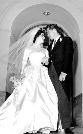 Elizabeth Taylor S First Wedding Dress Up For Auction E News