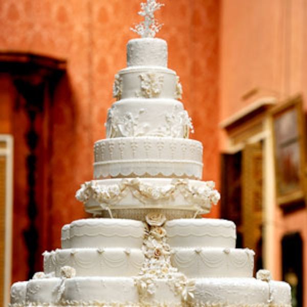 wedding cake for 300 guests time to cut the cake throws will amp kate a wedding 22702