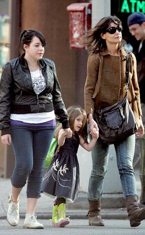 Isabella Cruise, Suri Cruise, Katie Holmes