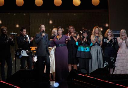 May 25, 2011: Oprah Signs Off