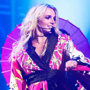 Britney Spears Battles Paparazzi In I Wanna Go Video E Online