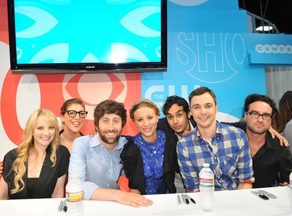 Melissa Rauch, Mayim Bialik, Simon Helberg, Kaley Couco, Kunal Nayyar, Jim Parsons, Johnny Galecki, THE BIG BANG THEORY, Comic-Con