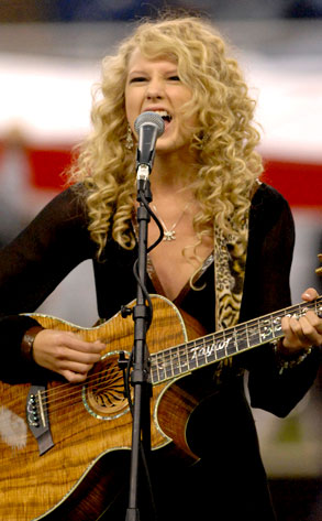 Taylor Swift From Stars Sing The National Anthem E News Canada