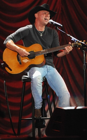 A Decade of Difference Concert, Kenny Chesney