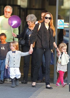 Angelina Jolie, Zahara Pitt, Knox Pitt, Vivienn Pitt