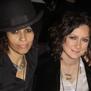 Linda Perry, Sara Gilbert