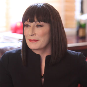 Smash, Anjelica Huston