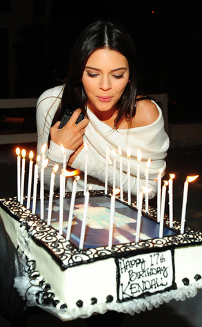 Miraculous Kendall Jenners 17Th Birthday See The Pics E News Personalised Birthday Cards Veneteletsinfo