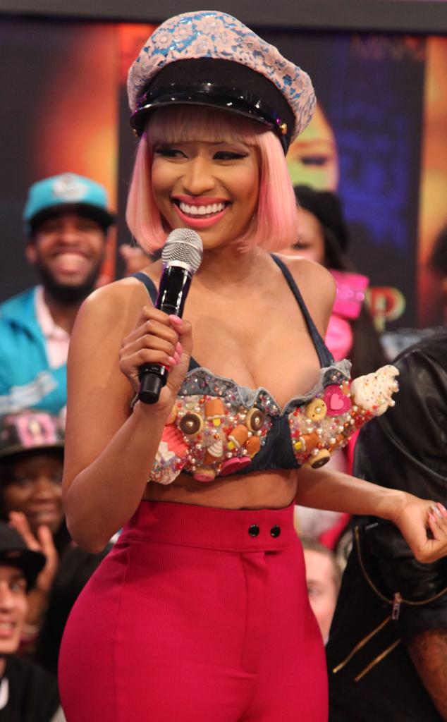 Nicki Minaj Hit By Embarrassing Wardrobe Malfunction As