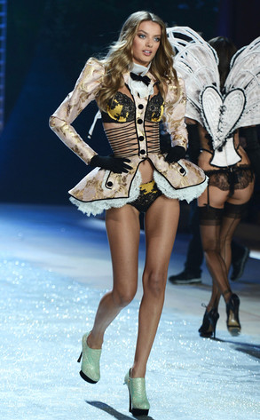 Victoria's Secret Fashion Show, Bregje Heien