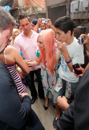 Lady Gaga, Lady Gaga no Brasil, Lady Gaga na favela
