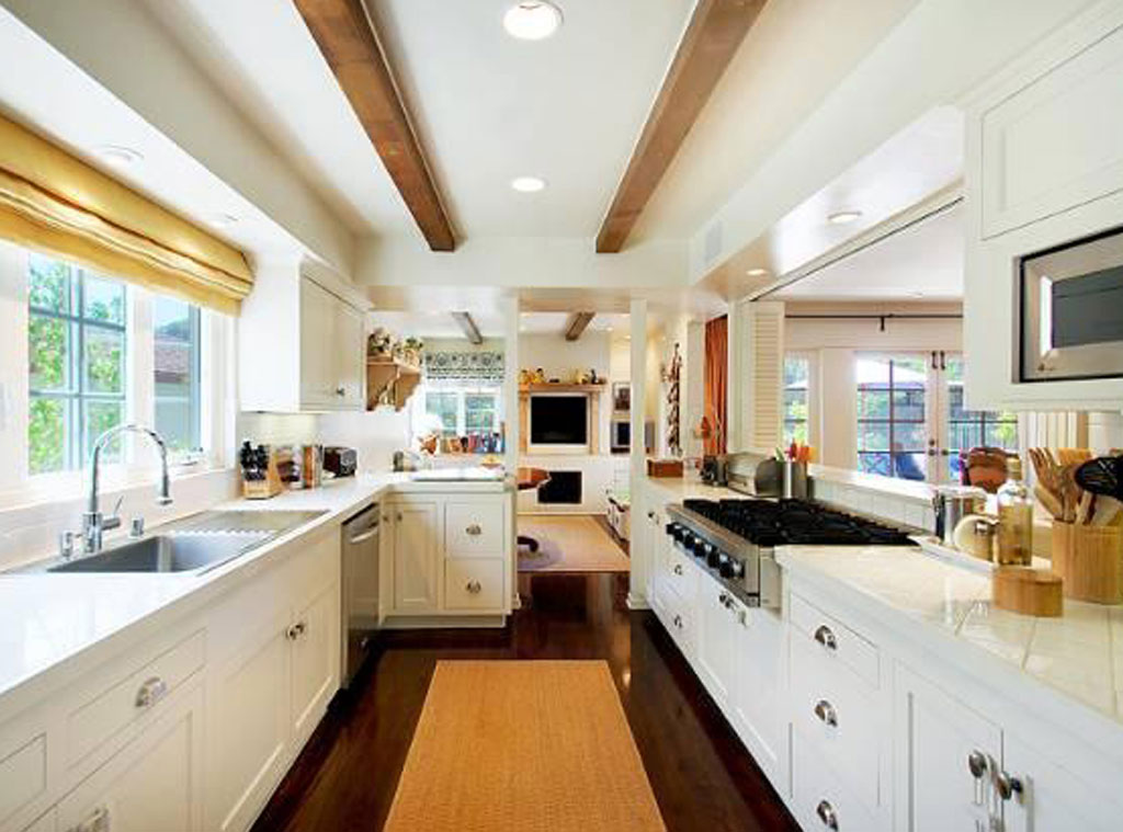 Magnificent Emma Stone From Amazing Celebrity Kitchens E News Interior Design Ideas Philsoteloinfo