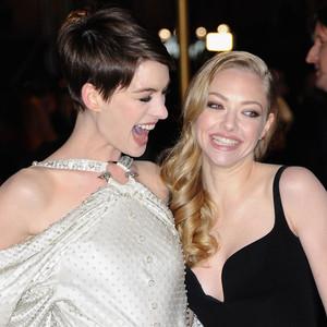 Anne Hathaway, Amanda Seyfried