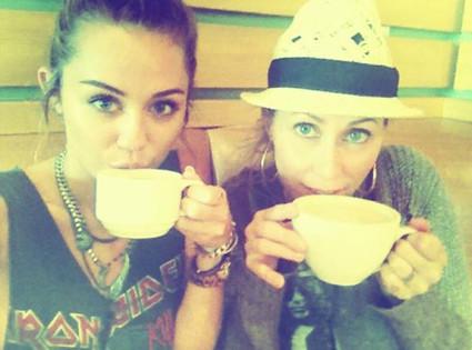 Miley Cyrus, Mom, Twit Pic