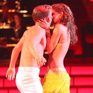 Derek Hough, Maria Menounos, Dancing with the Stars