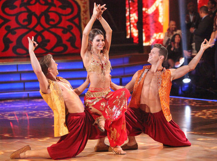 DANCING WITH THE STARS, DEREK HOUGH, MARIA MENOUNOS, HENRY BYALIKOV