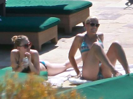 Scarlett Johansson, Busy Philipps