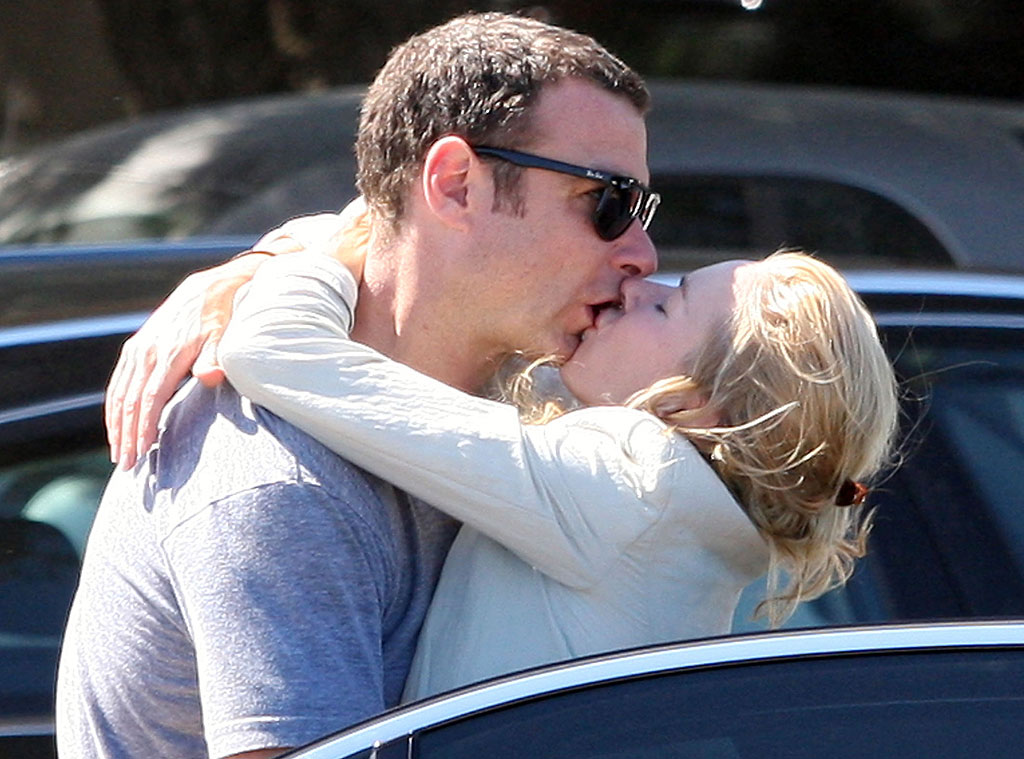 Sneaking a Kiss from Naomi Watts and Liev Schreiber ...