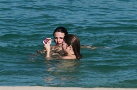 Isis Valverde e Bárbara Borges, praia