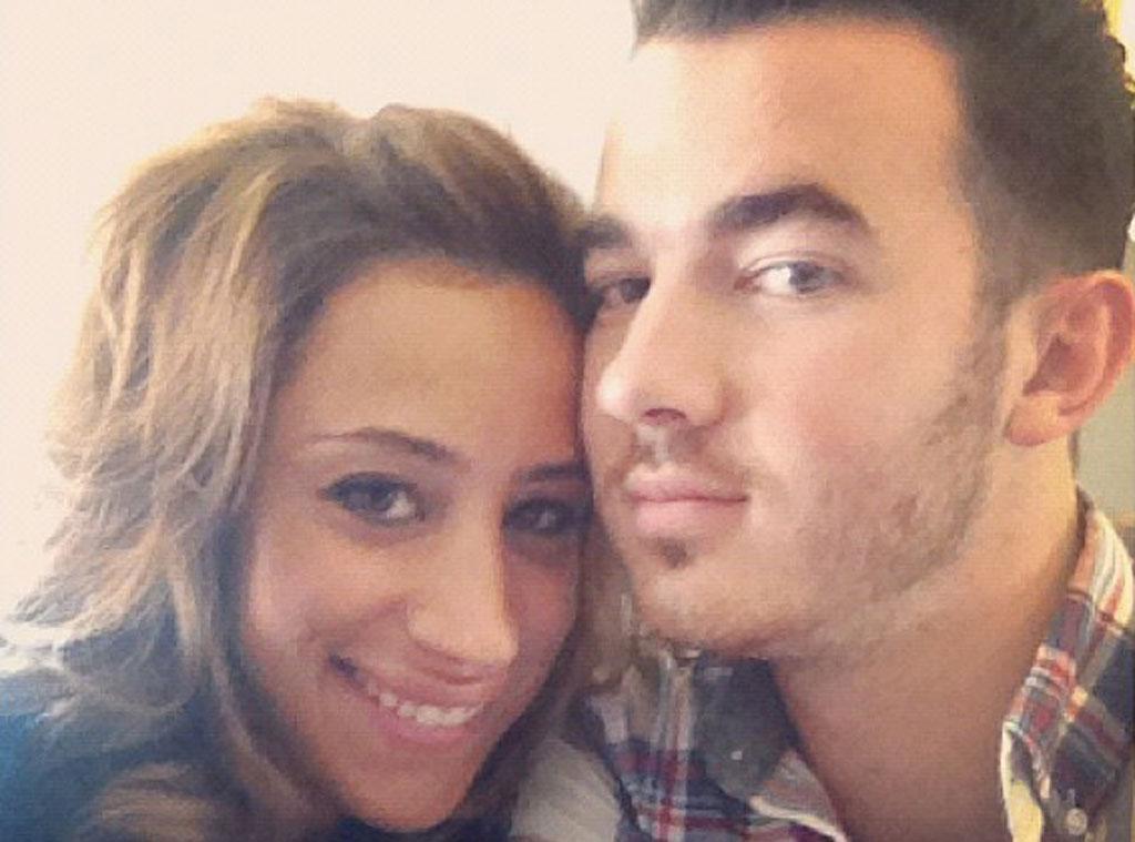 Married to Jonas, Twit Pic