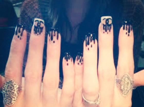 Khloe Kardashian, Chanel Rain Nails, Twit Pic