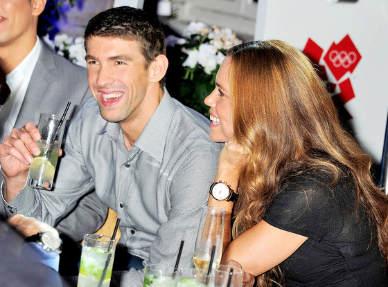 Michael Phelps Parties Without Megan Rossee | E! News