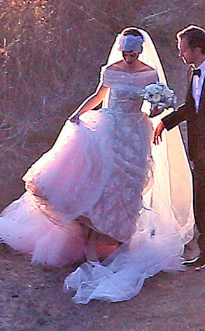 Anne hathaways wedding dress revealed first look at her custom anne hathaway adam shulman junglespirit Gallery