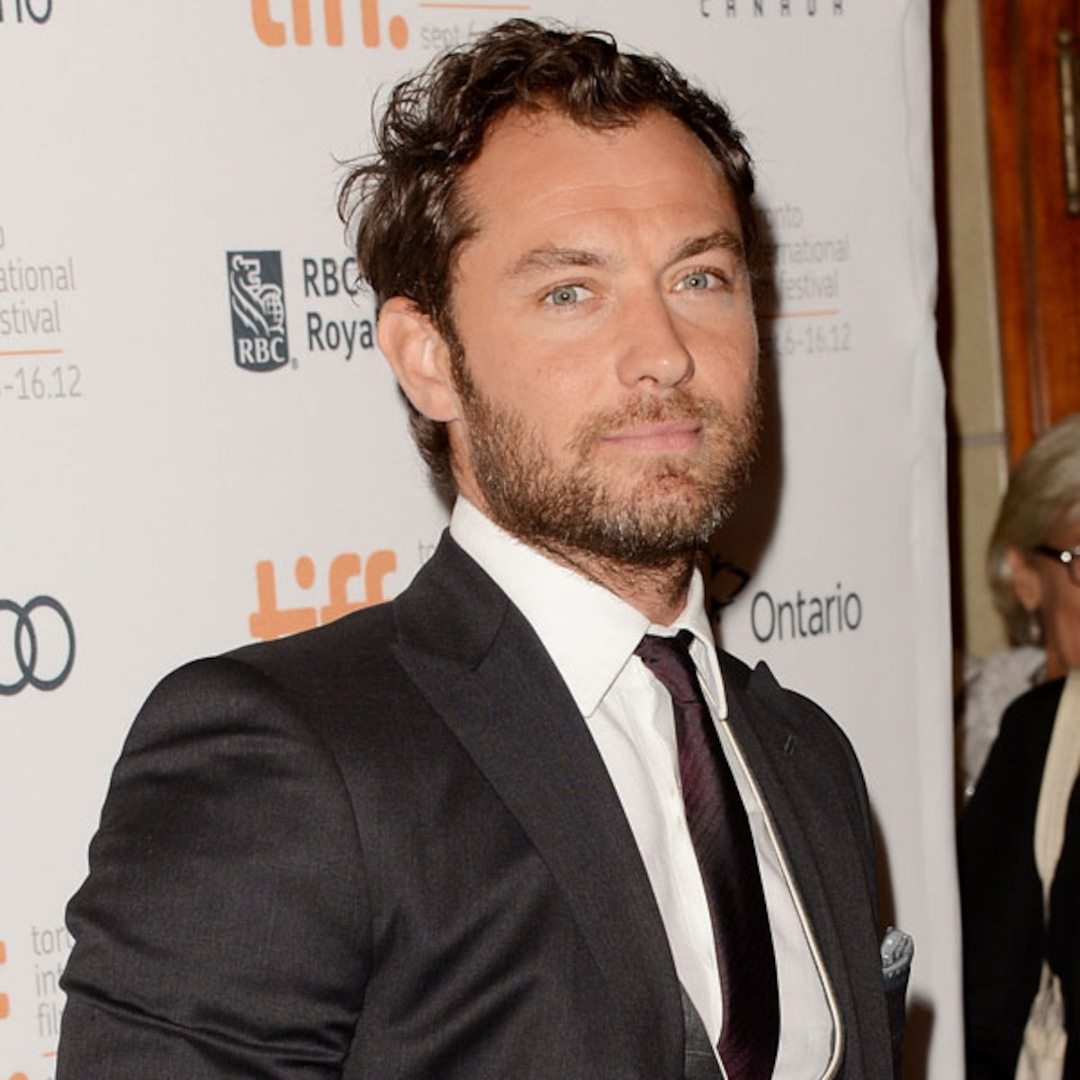 Jude Law Knows He S Not A Pretty Boy Anymore E Online