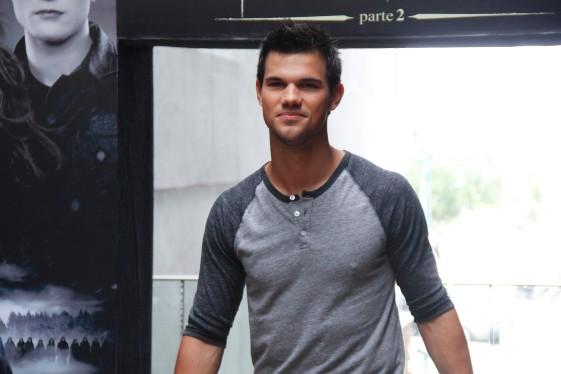 Taylor Lautner promove Amanhecer – Parte 2 no Brasil