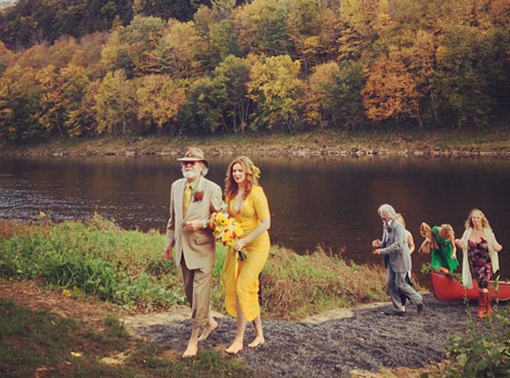 Amber Tamblyn Wedding.Amber Tamblyn S Wedding Dress Revealed Plus Check Out Guests Blake