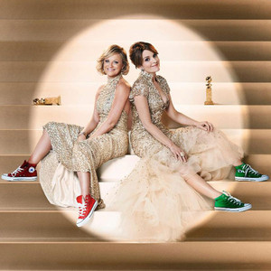 tina fey and amy poehler rock converse sneakers in latest