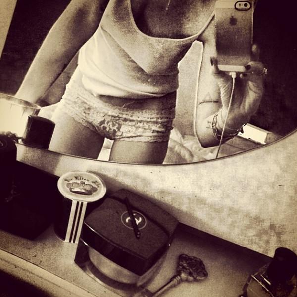 Full Body Mirror Selfie Aesthetic