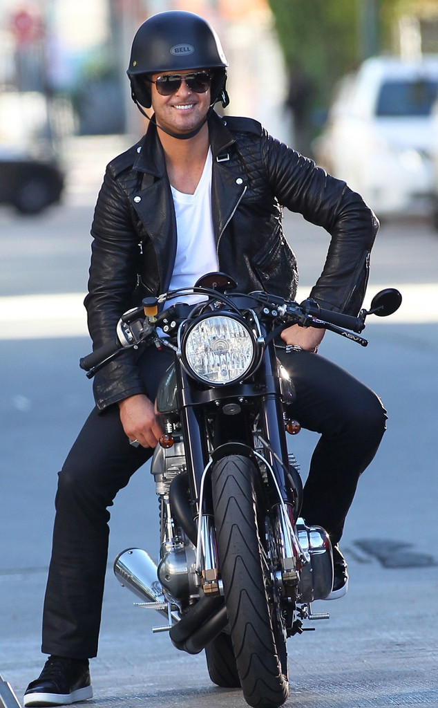 Robin Thicke, Motorcycle