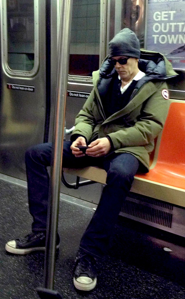 Kevin Bacon Attracts Attention During Subway Ride E Online