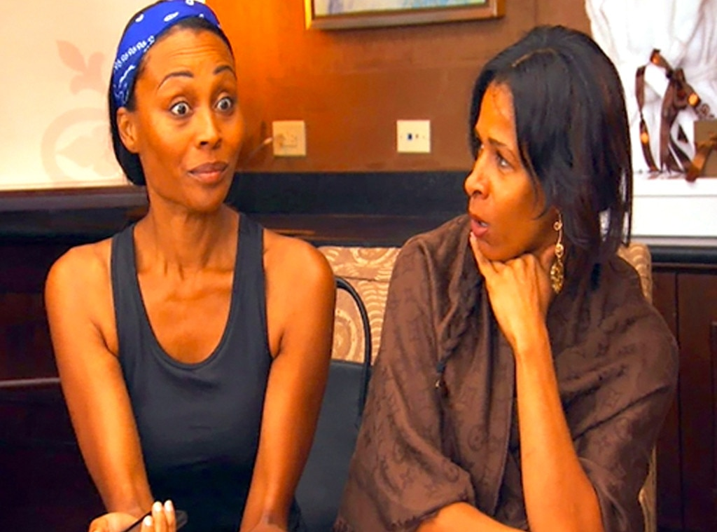 Cynthia signs a friends contract and the ladies think its crazy, Real Housewives of Atlanta OMG Moments