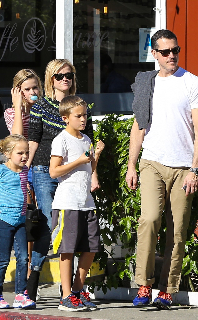 Reese Witherspoon, Jim Toth, Ava, Deacon