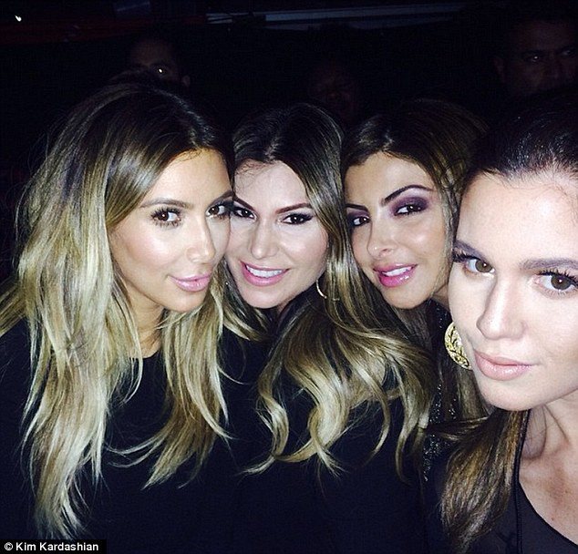 Kim Kardashian sem calcinha Instagram