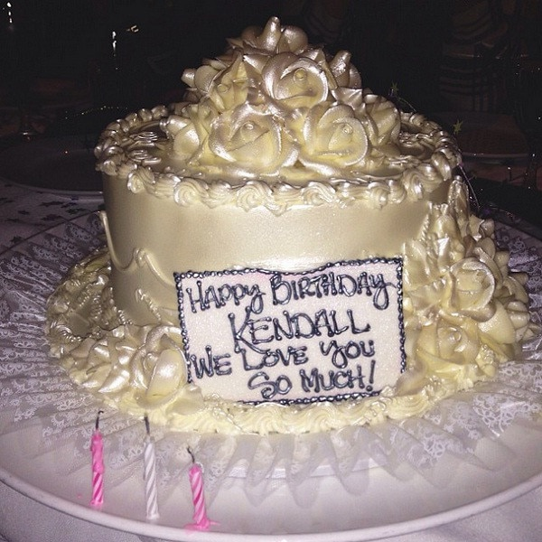 khloe kardashian wedding cake cake time from kendall jenner s 18th birthday pics 16638