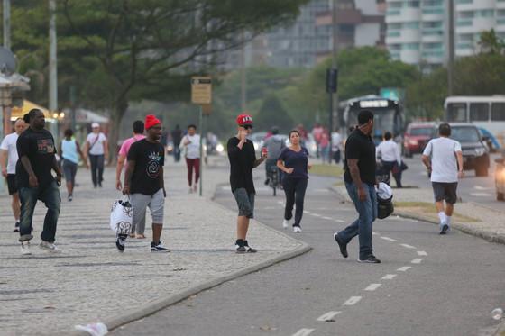 Justin Bieber no Brasil mostra dedo do meio Rio de Janeiro